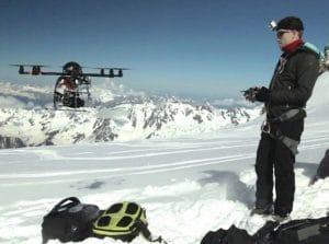 Pilote de drone en tournage aérien