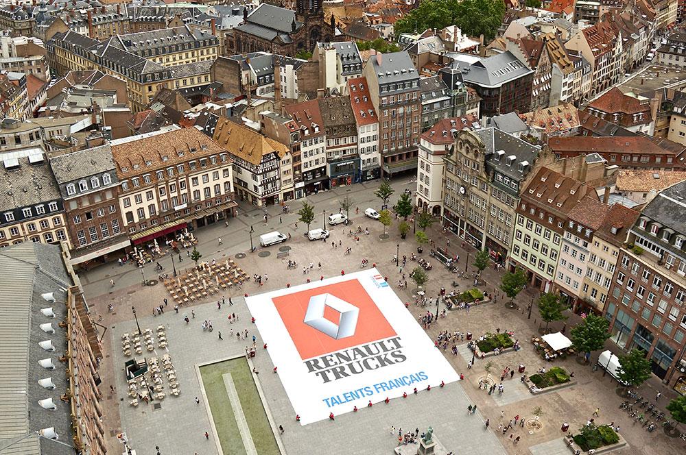 Publicité d'entreprise en vue aérienne par drone pour Renault Trucks