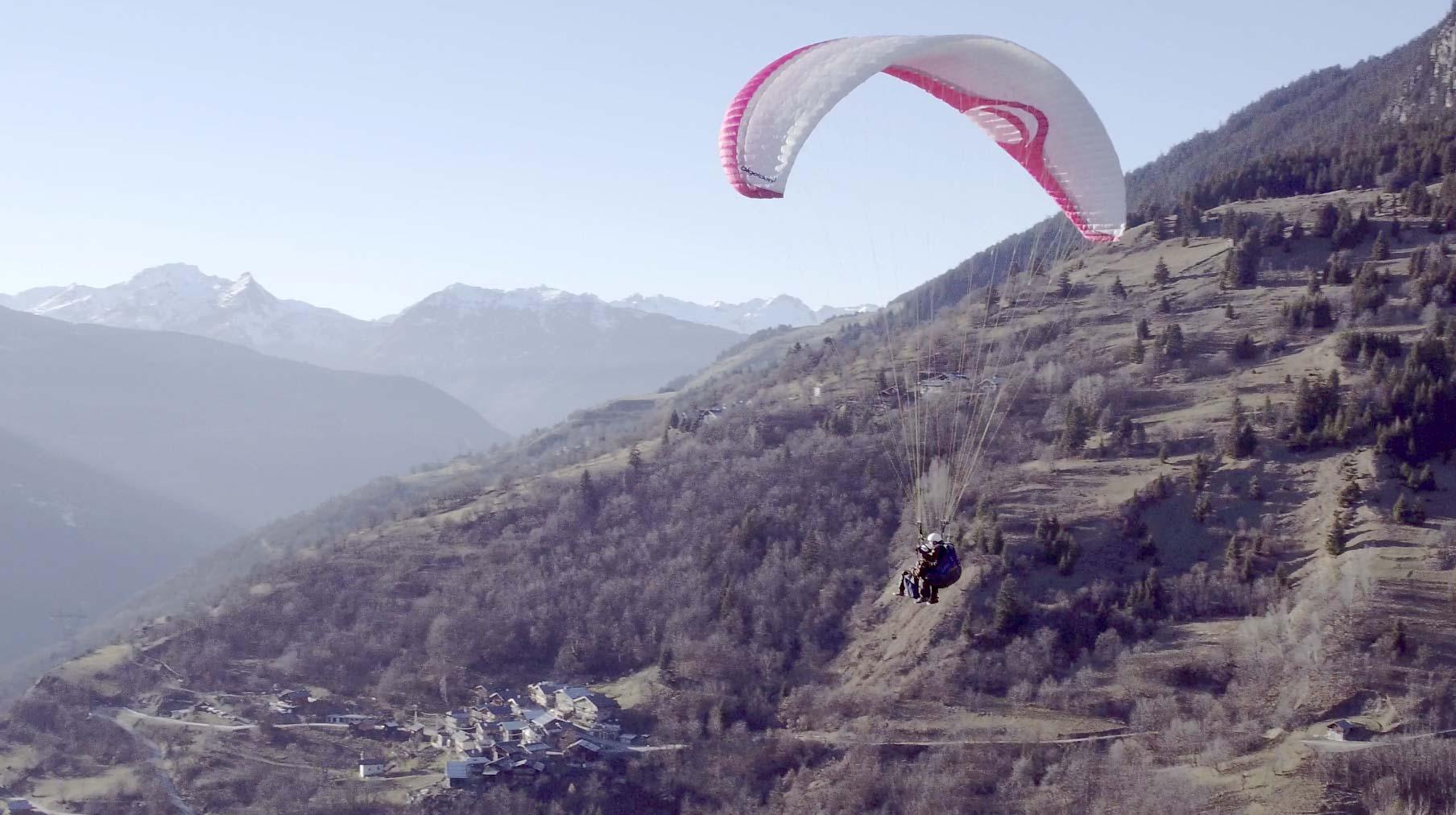 Vue aérienne parapente par drone