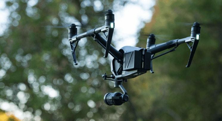 Drone en vol pour prise de photos aériennes