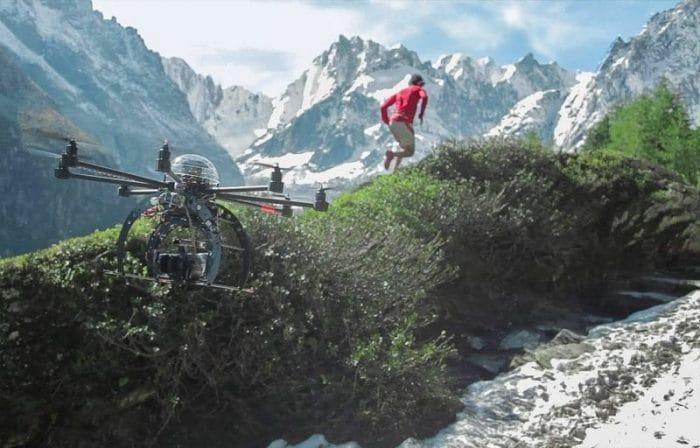Drone et coureur en montagne