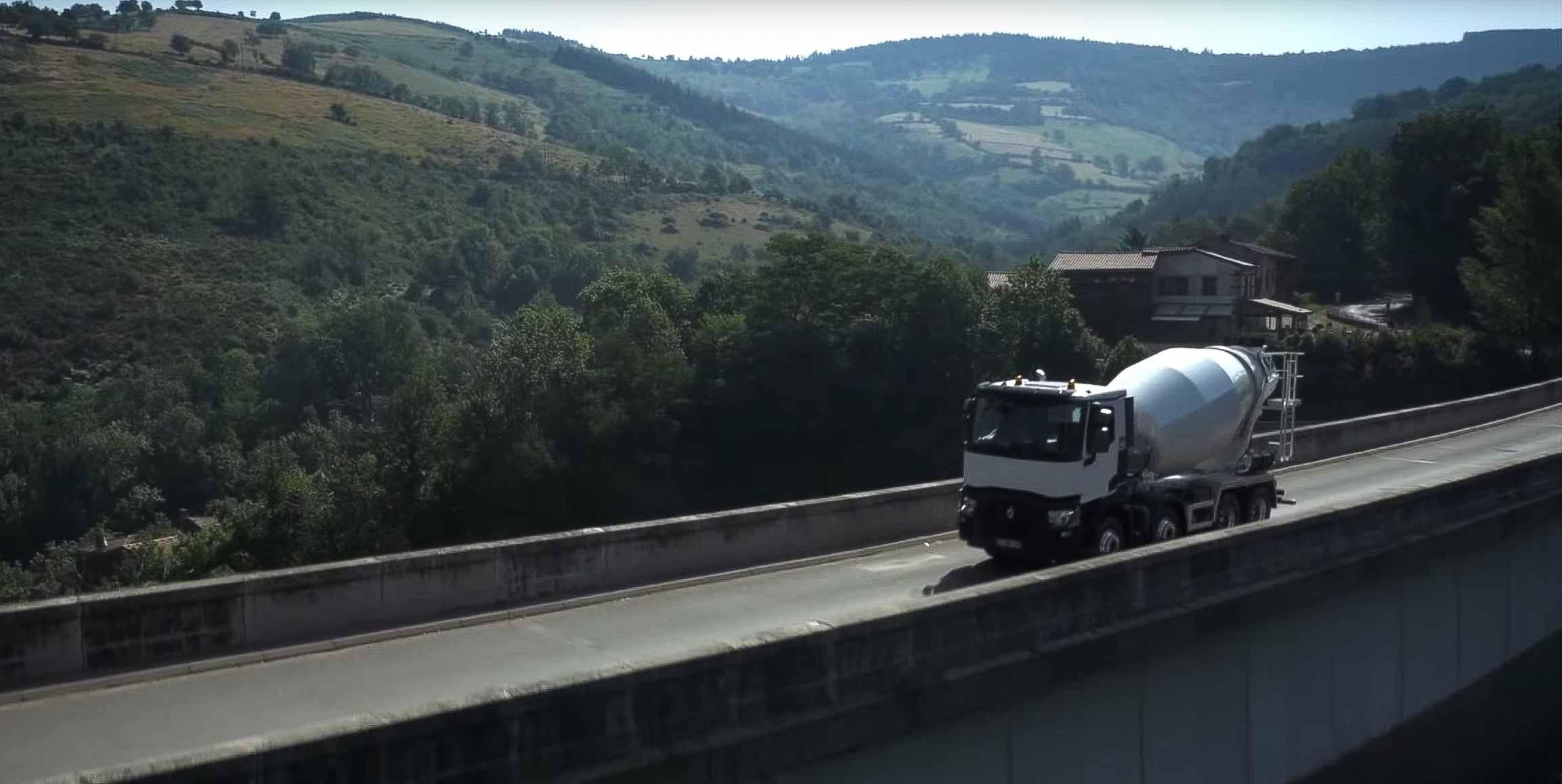 Film publicitaire par drone pour Renault trucks