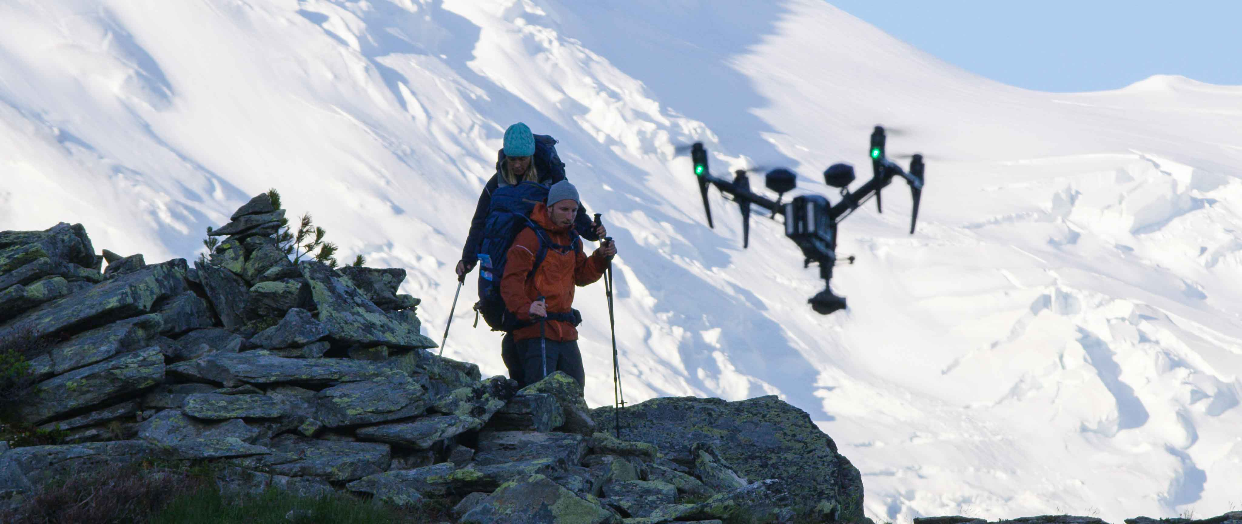Drone pour une fiction à chamonix en montagne