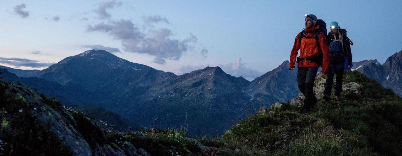 Acteur en montagne tournage film publicitaire