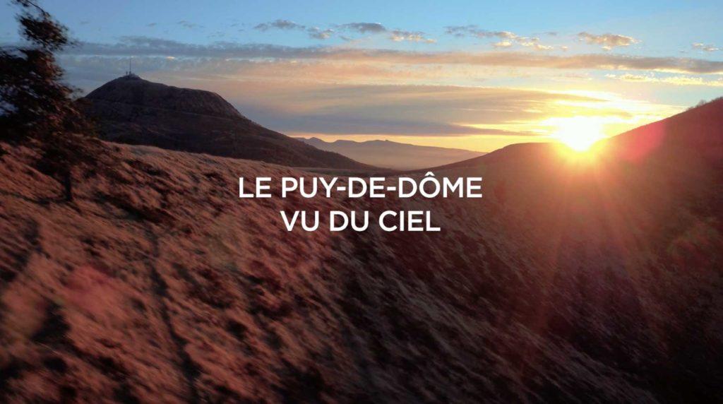 Puy de Dôme vue du ciel par drone - Film aérien