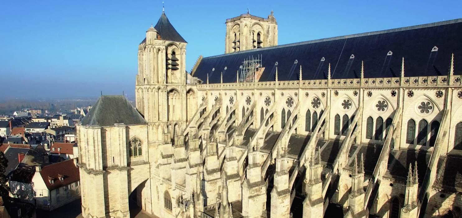 Cathédrale de Bourges par drone pour un film de groupama