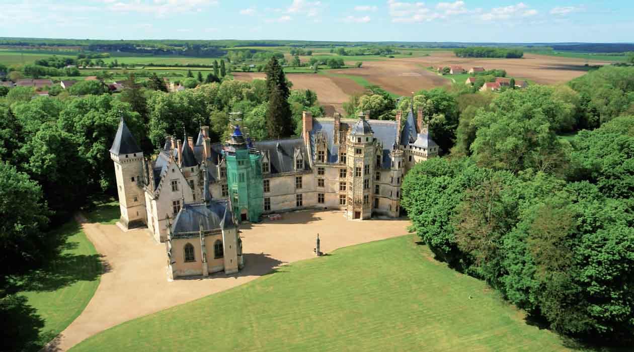 Chateau dans le département du Cher par drone