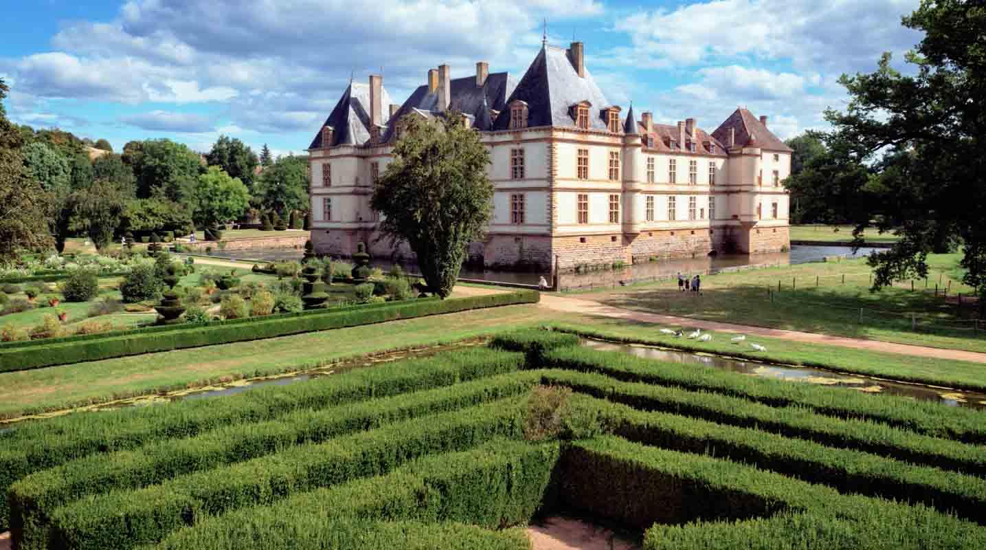 chateau saone et loire film aérien drone