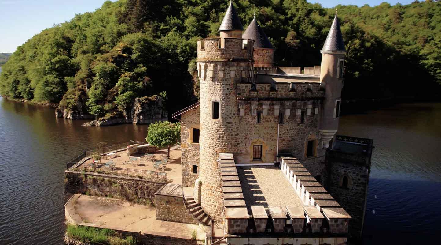 chateau de la roche face loire film aérien drone