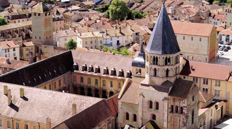 Cathédrale Saint Lazare Autun film aérien Drone