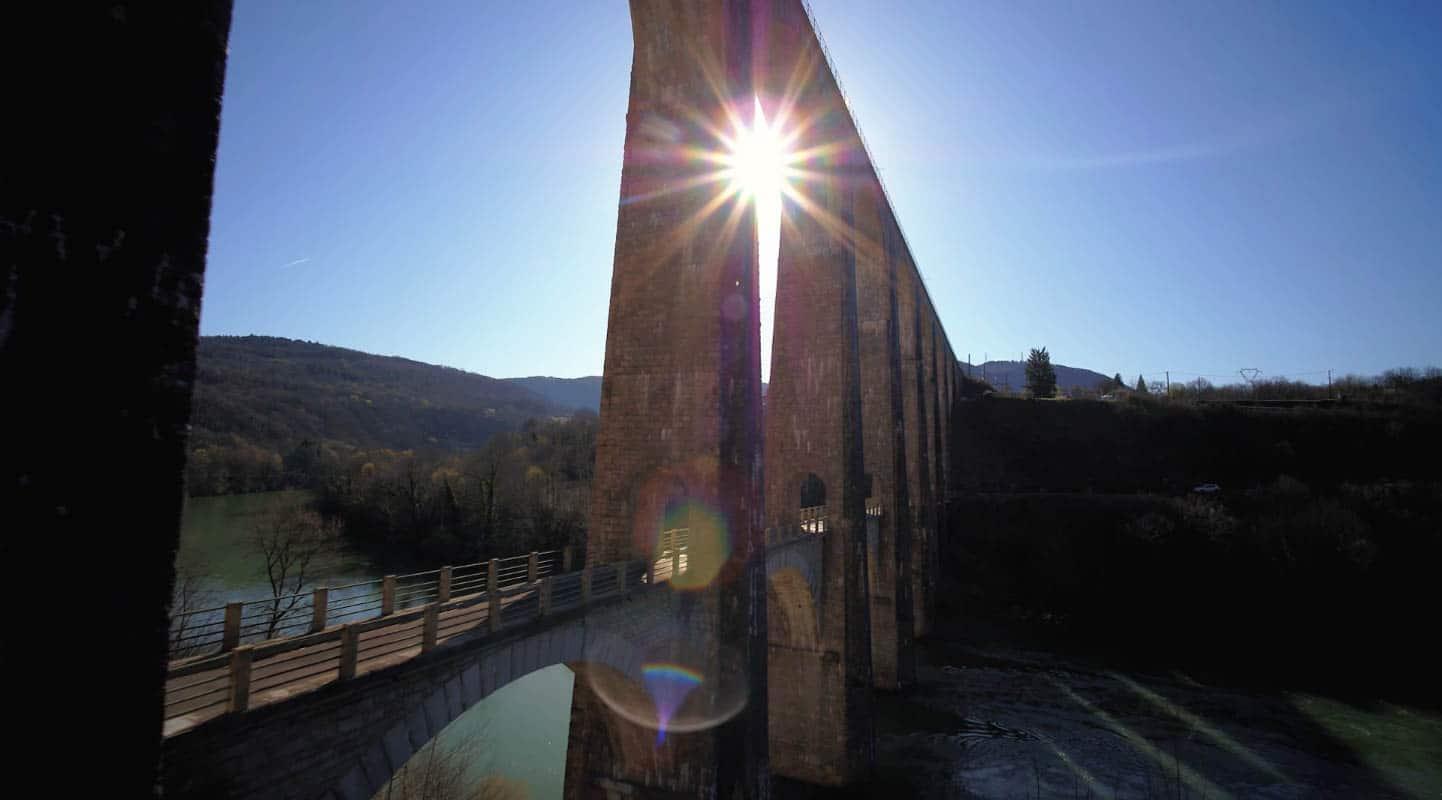 Viaduc de Bolozon soleil Ain film aérien drone