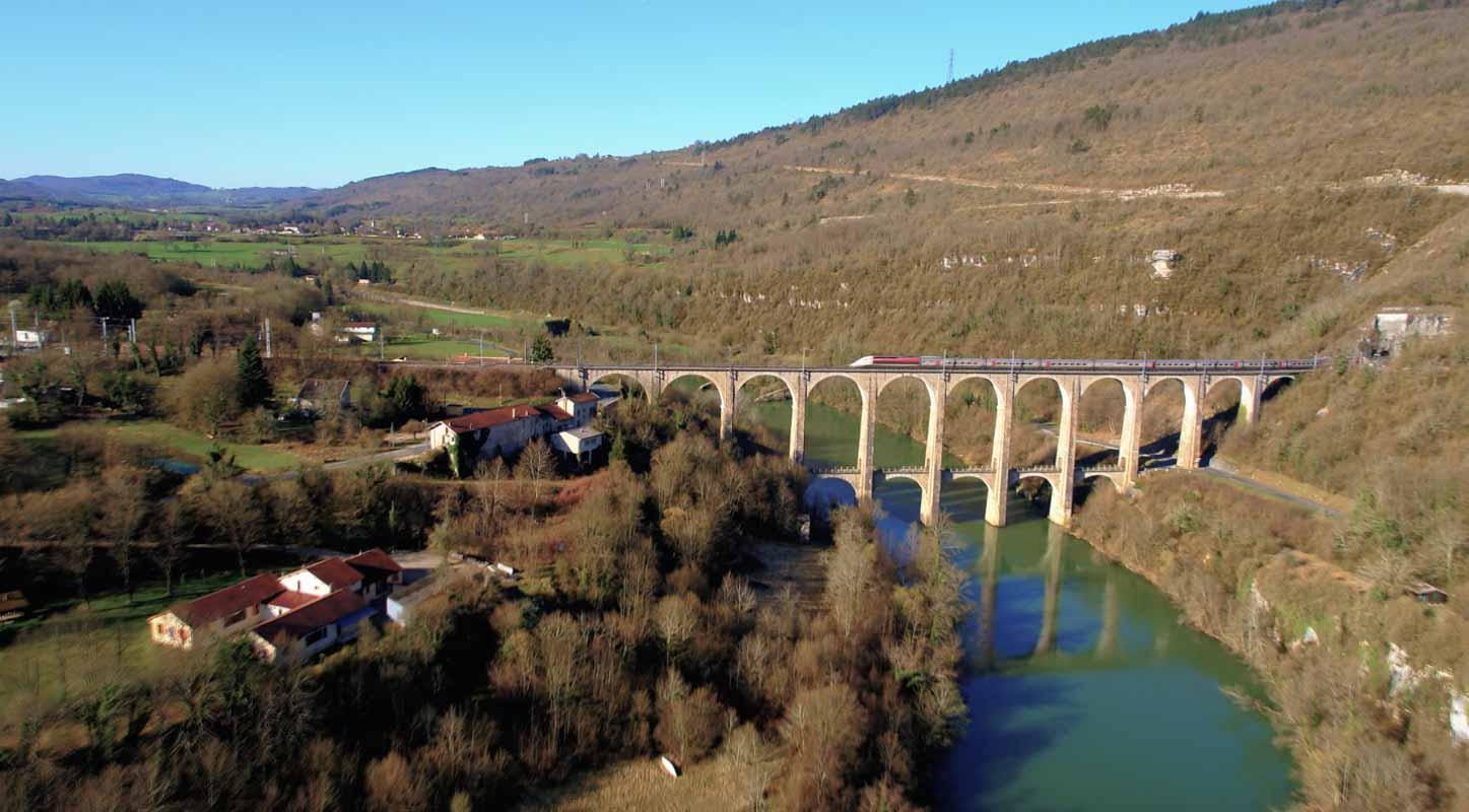 Viaduc de Bolozon Ain film aérien drone