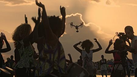 Femmes filmées par drone vue du ciel