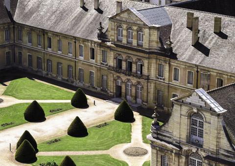 Château et jardin vu par drone