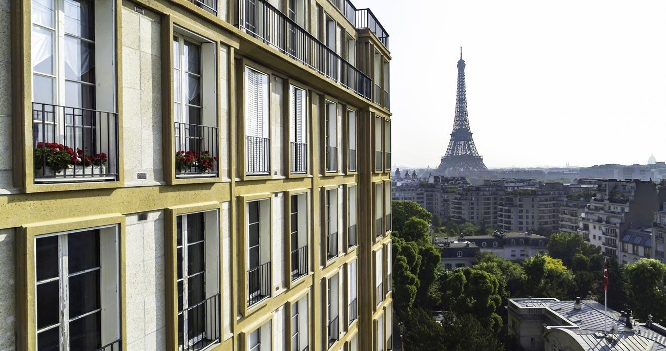 Tour Eiffel à Paris vu par drone