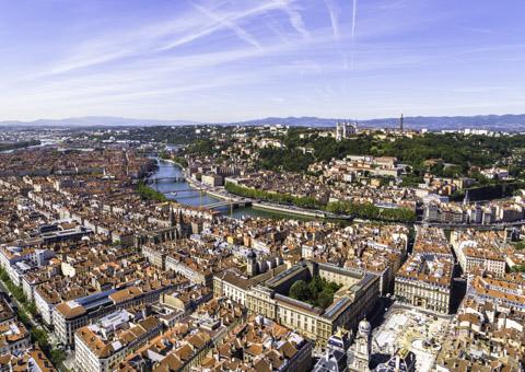 Paysage de la ville de Lyon vu par drone