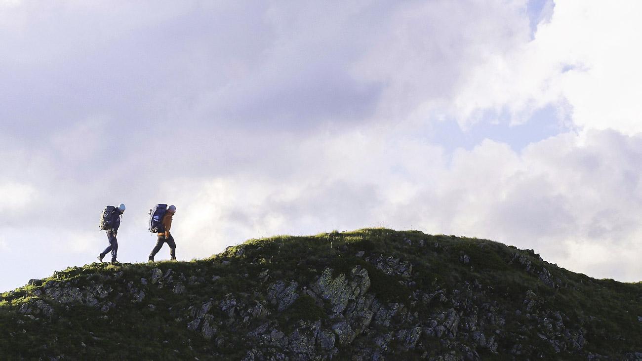 Randonnee en montagne vue par drone
