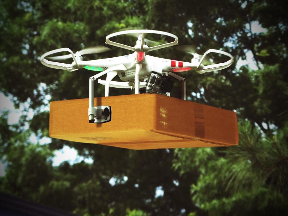 drone qui livre un colis